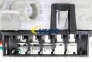 V30-07-0006 VEMO - SILNIK WYCIERACZEK W210/C208